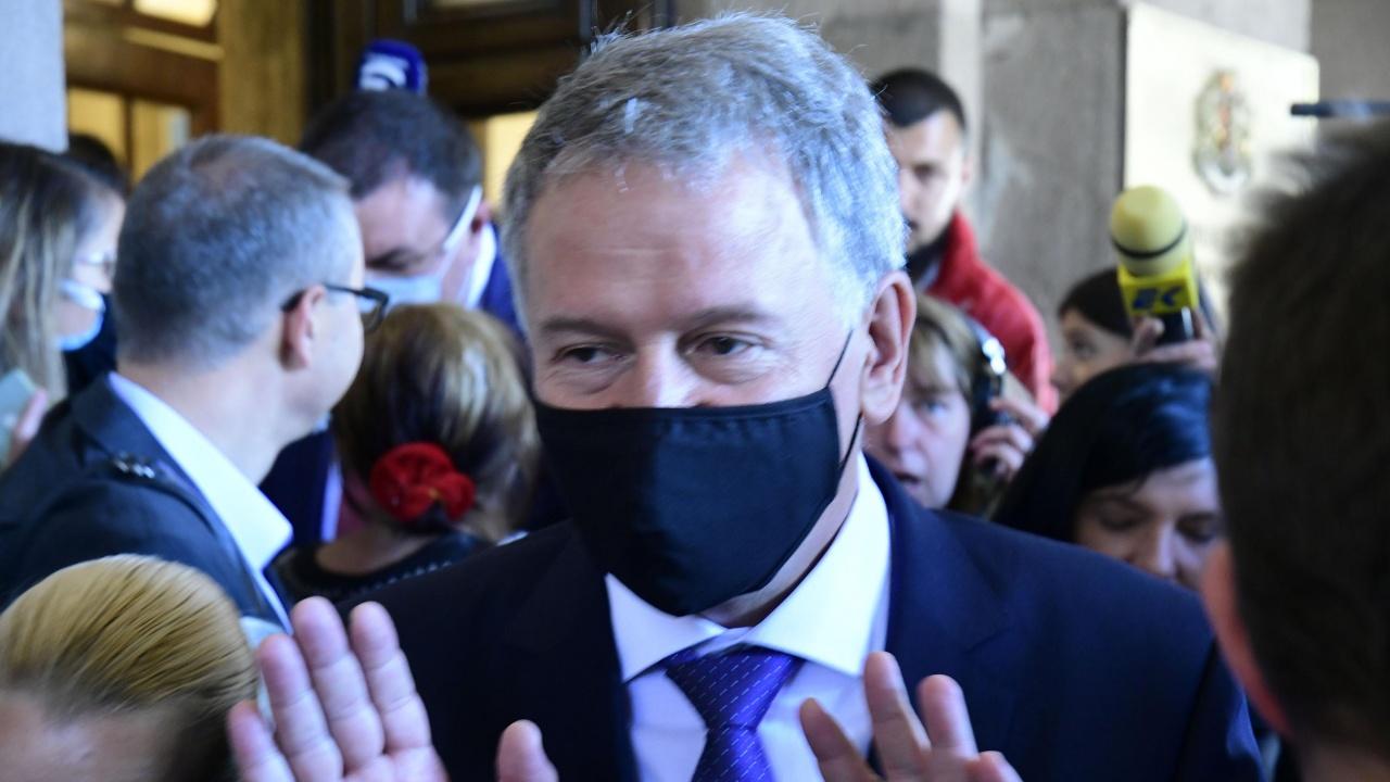 Стойчо Кацаров запази мълчание. А проф. Ангелов е доволен от резултатите си