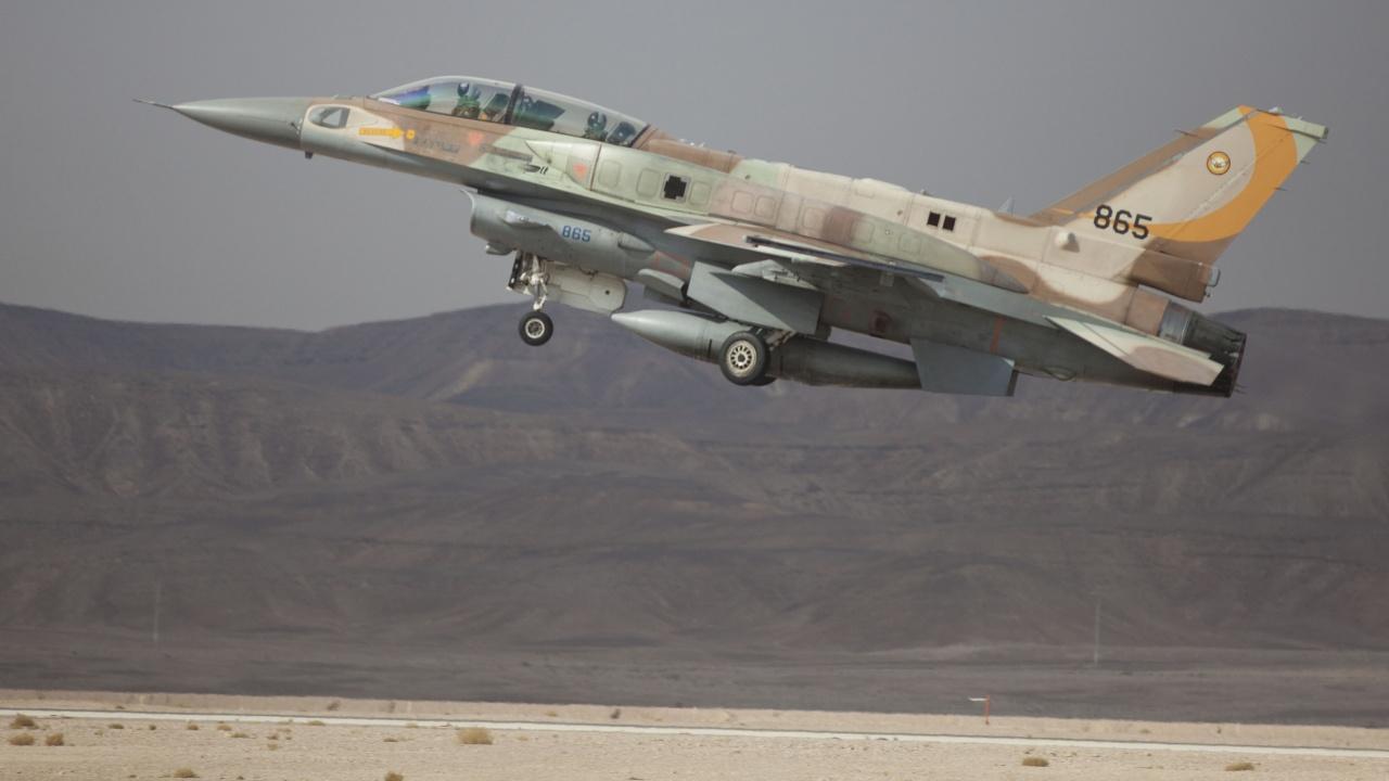 """Израел нанесе удари по """"Хамас"""""""