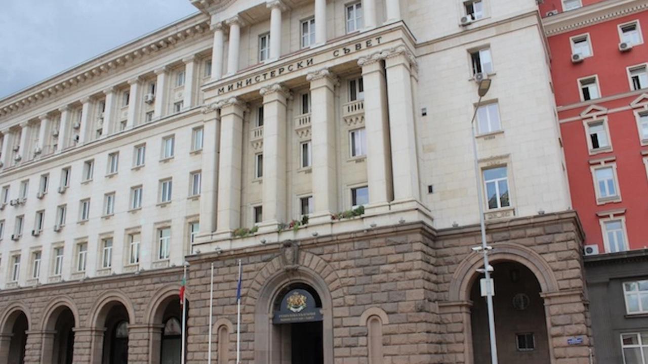 Авторка на скандални песни на Слави Трифонов е новият PR на служебния кабинет