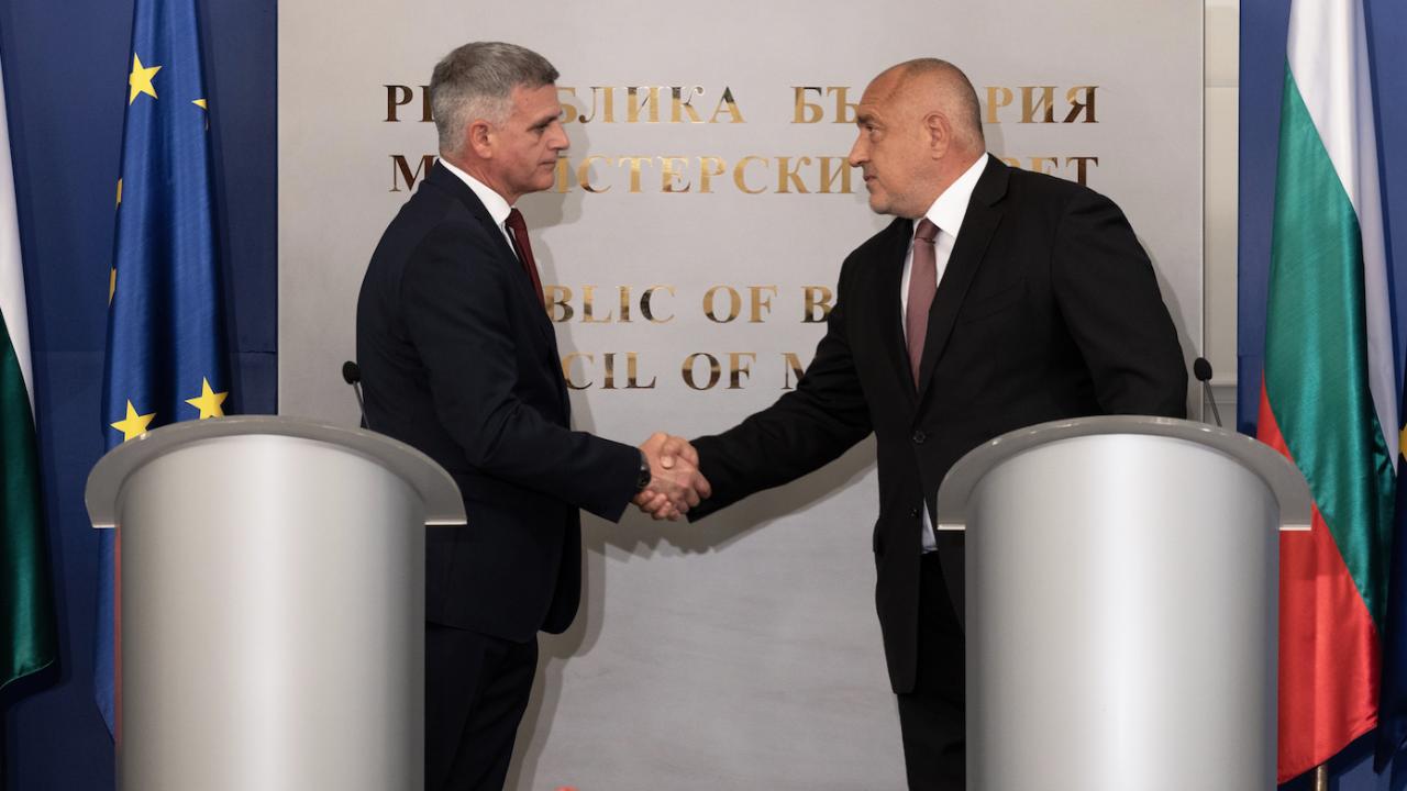 Борисов предаде властта, изненадващо похвали Радев за подбора на служебния кабинет