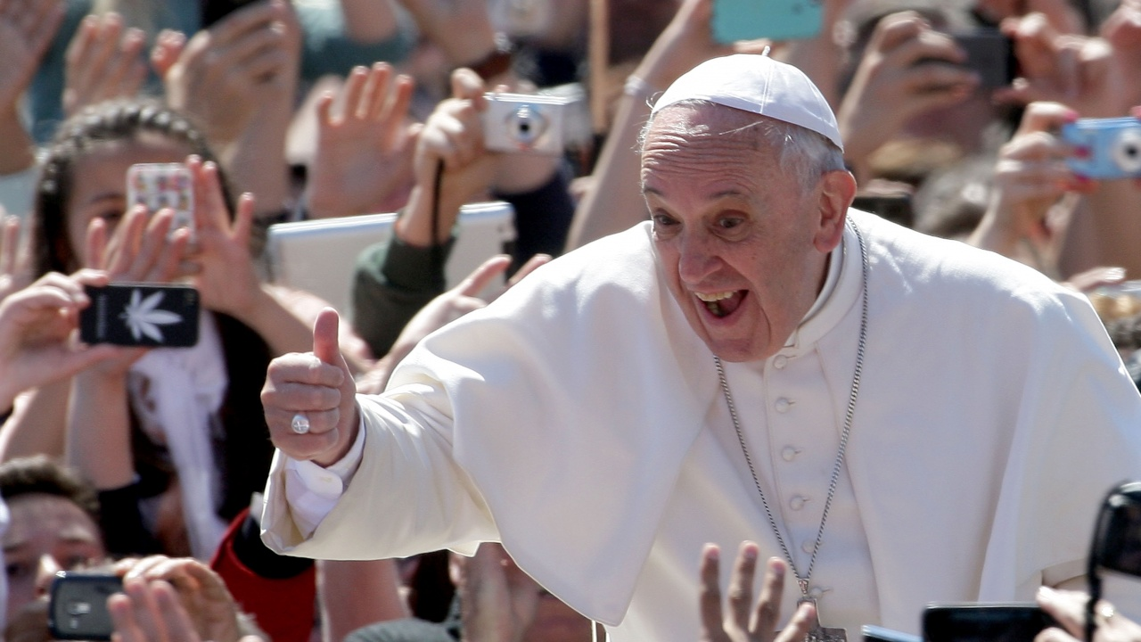 Папа Франциск изрази радостта си, че отново дава седмичните си аудиенции в присъствието на вярващи