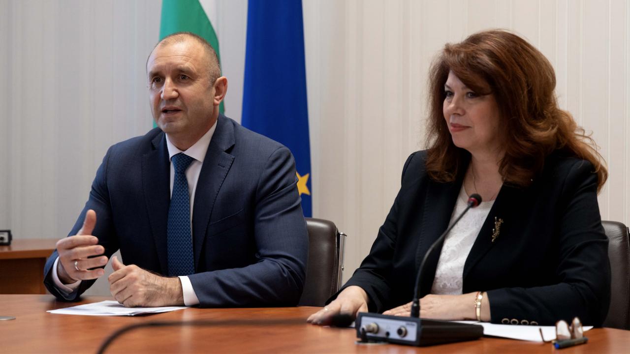 Радев и Йотова участваха във виртуална литературна среща