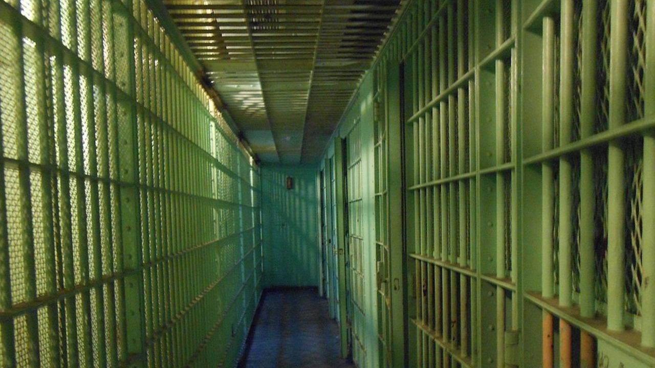 3 г. затвор за мъж, присвоил пари от бензиностанция в Разград