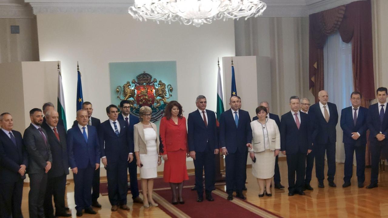 Служебното правителство се събира на заседание. Стефан Янев пуска и медиите в МС