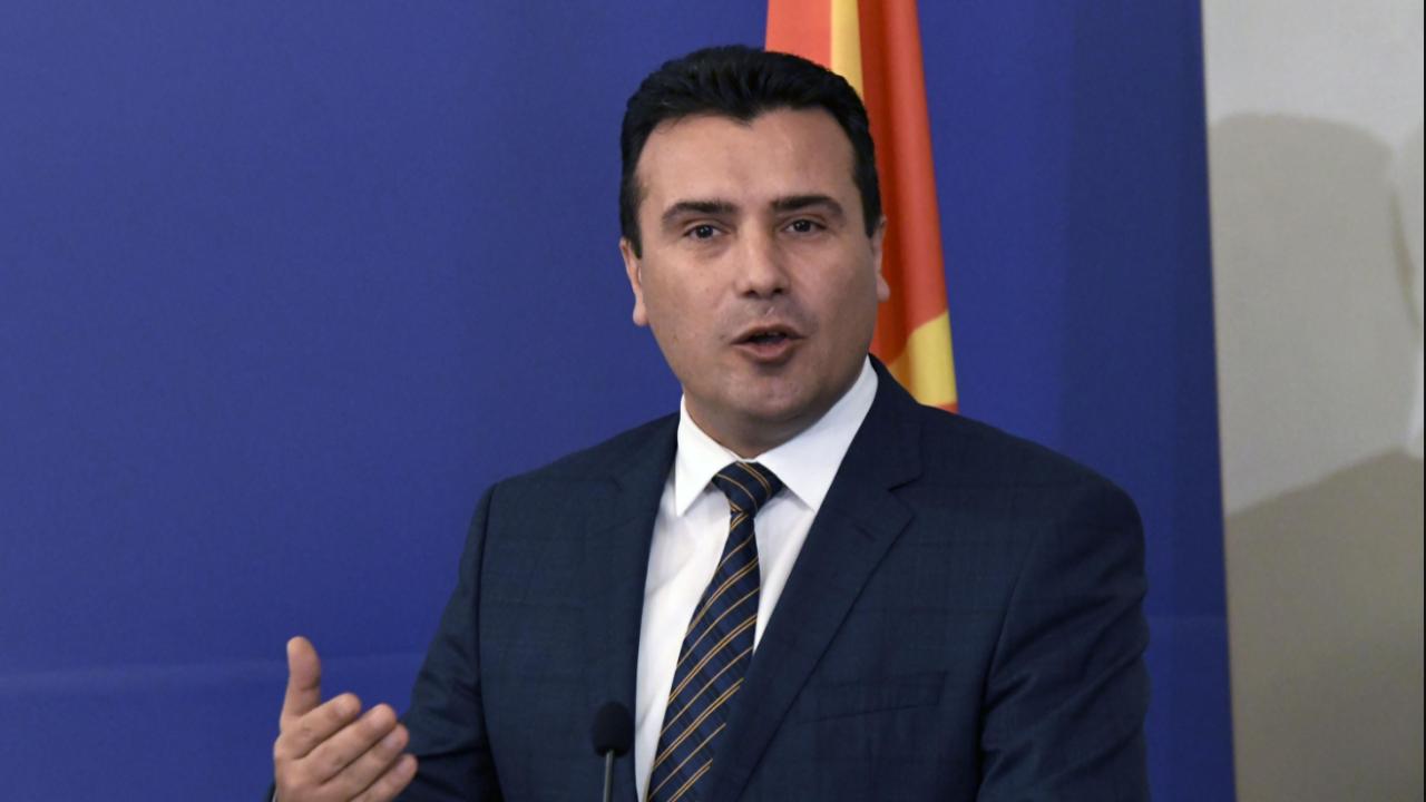 Заев се оплака на Гърция заради отношенията с България