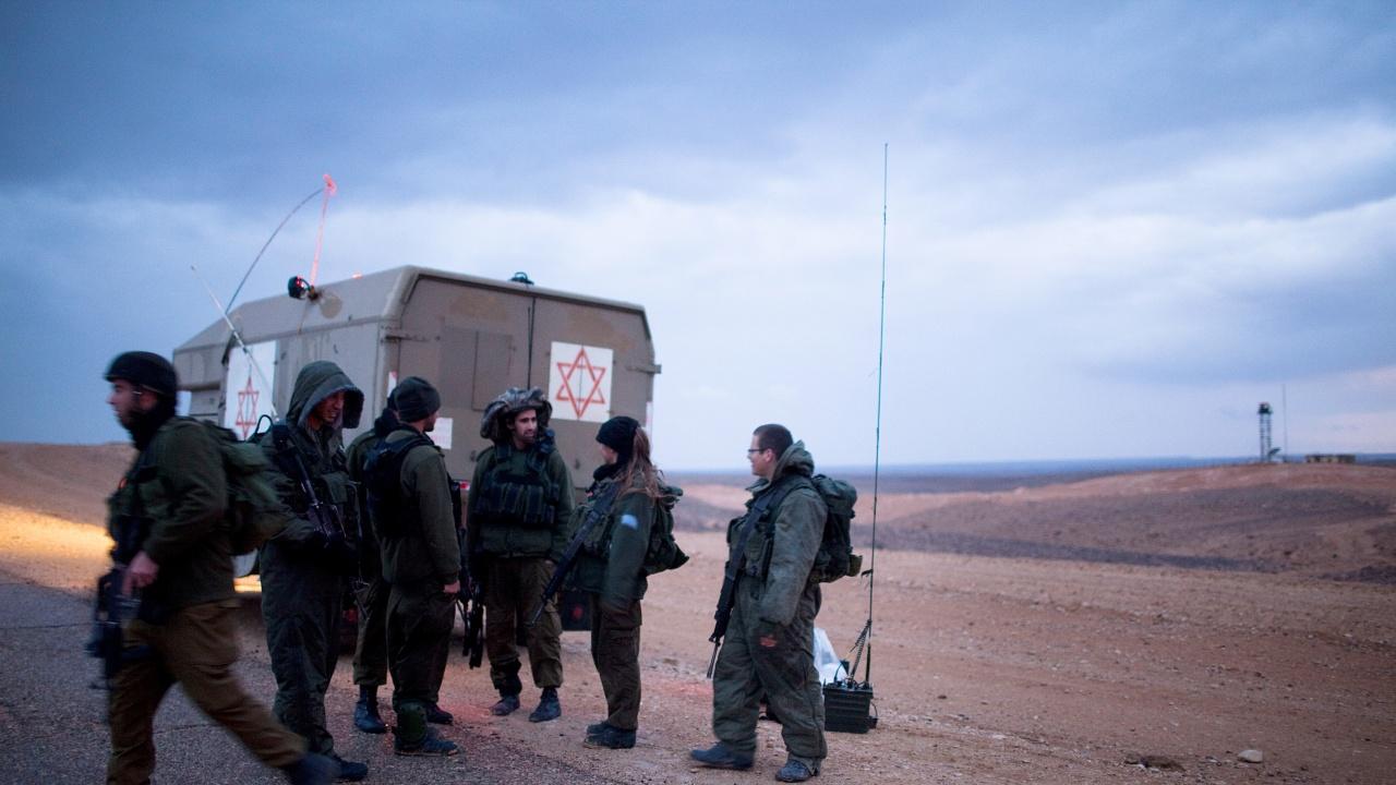 """Израел мобилизира 9000 войници от резерва заради атаките на """"Хамас"""""""
