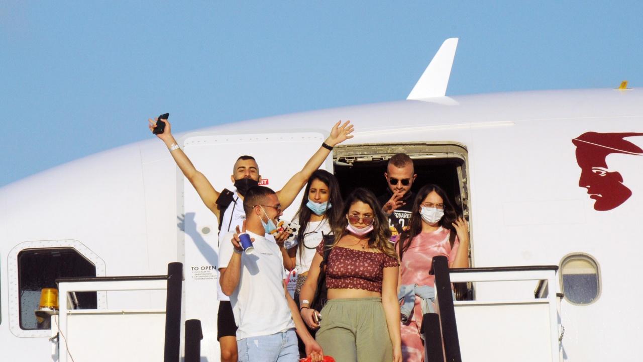 Първите туристи от Израел кацнаха на аерогарата в Бургас