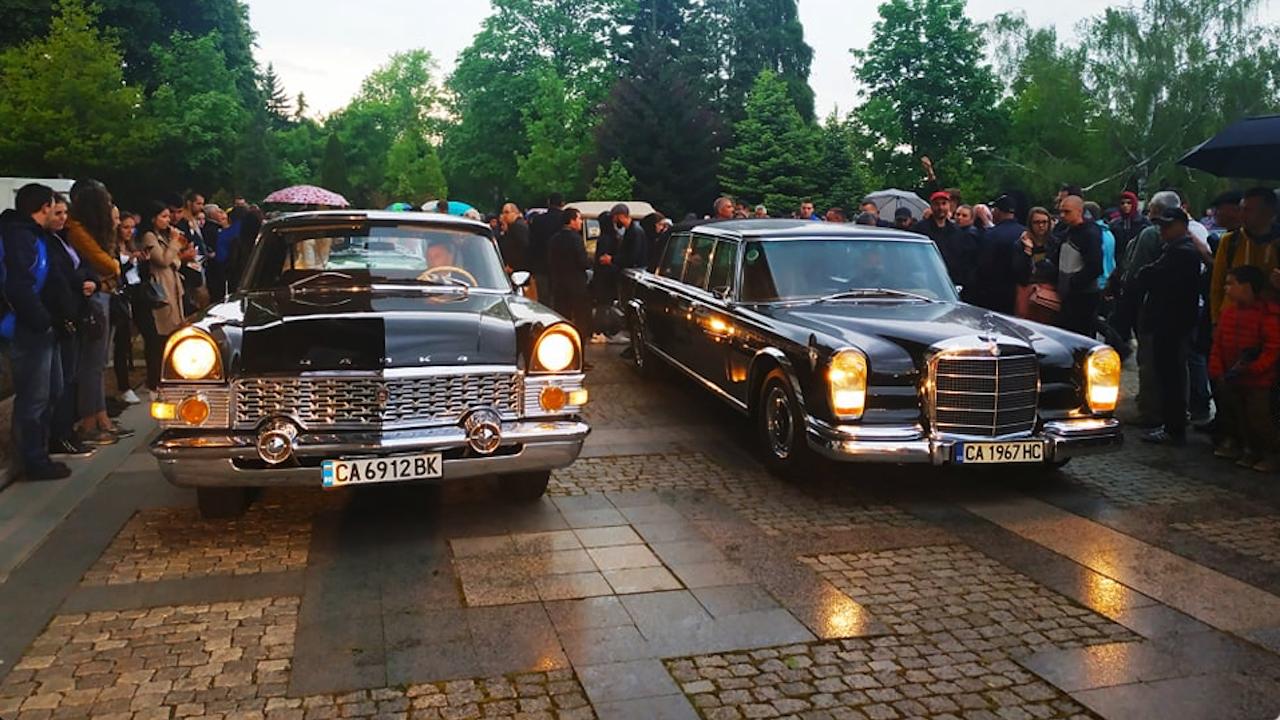 От НСО показаха ретро автомобили от автопарка си само за ценители