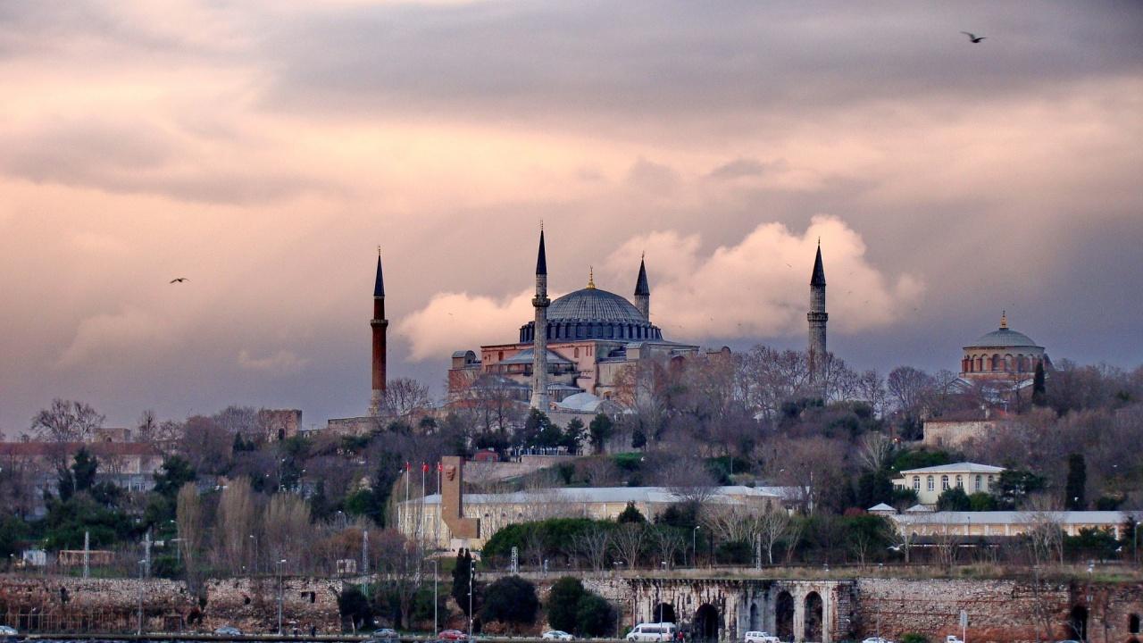 Турция започна поетапно разхлабване на мерките след пълния локдаун