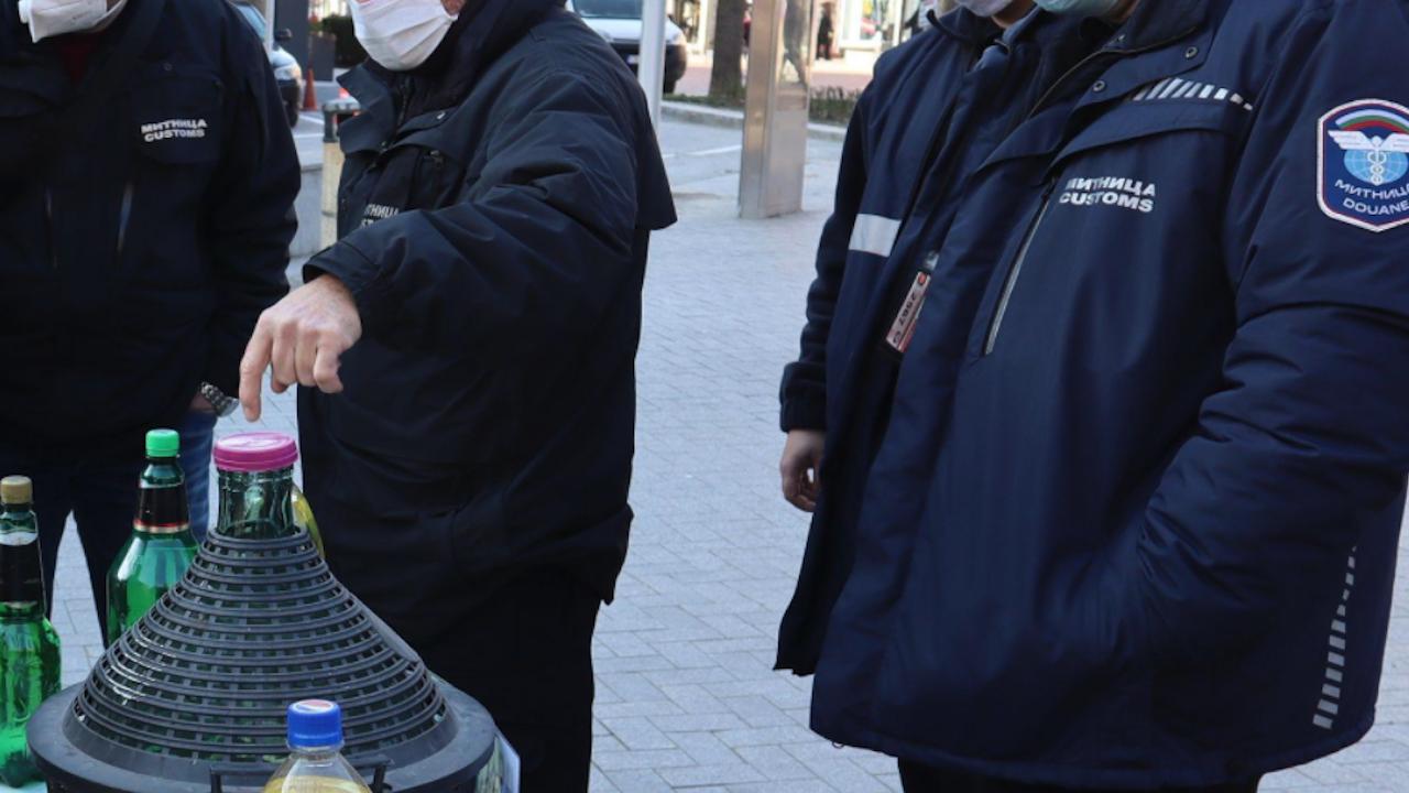"""Окончателни присъди за митничари от """"Лесово"""", взимали подкупи от по 400 евро """"за кафе"""""""