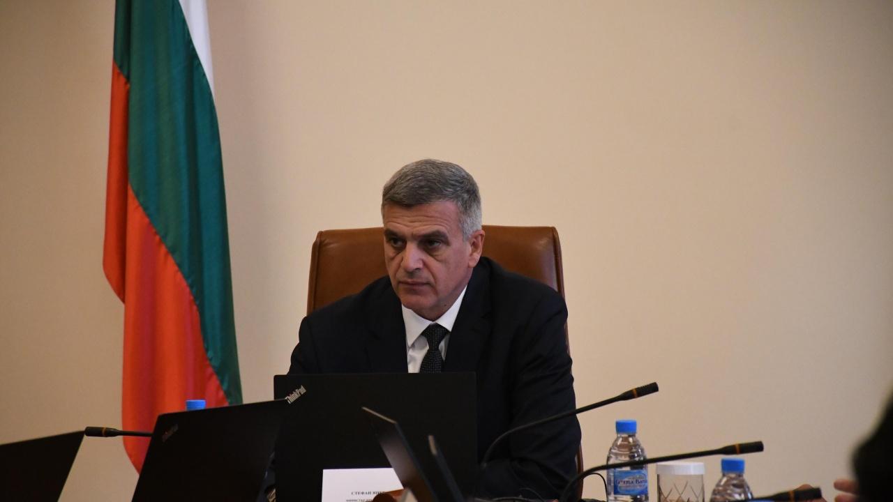 Стефан Янев привиква до дни шефовете на служби, излезли в дълги отпуски