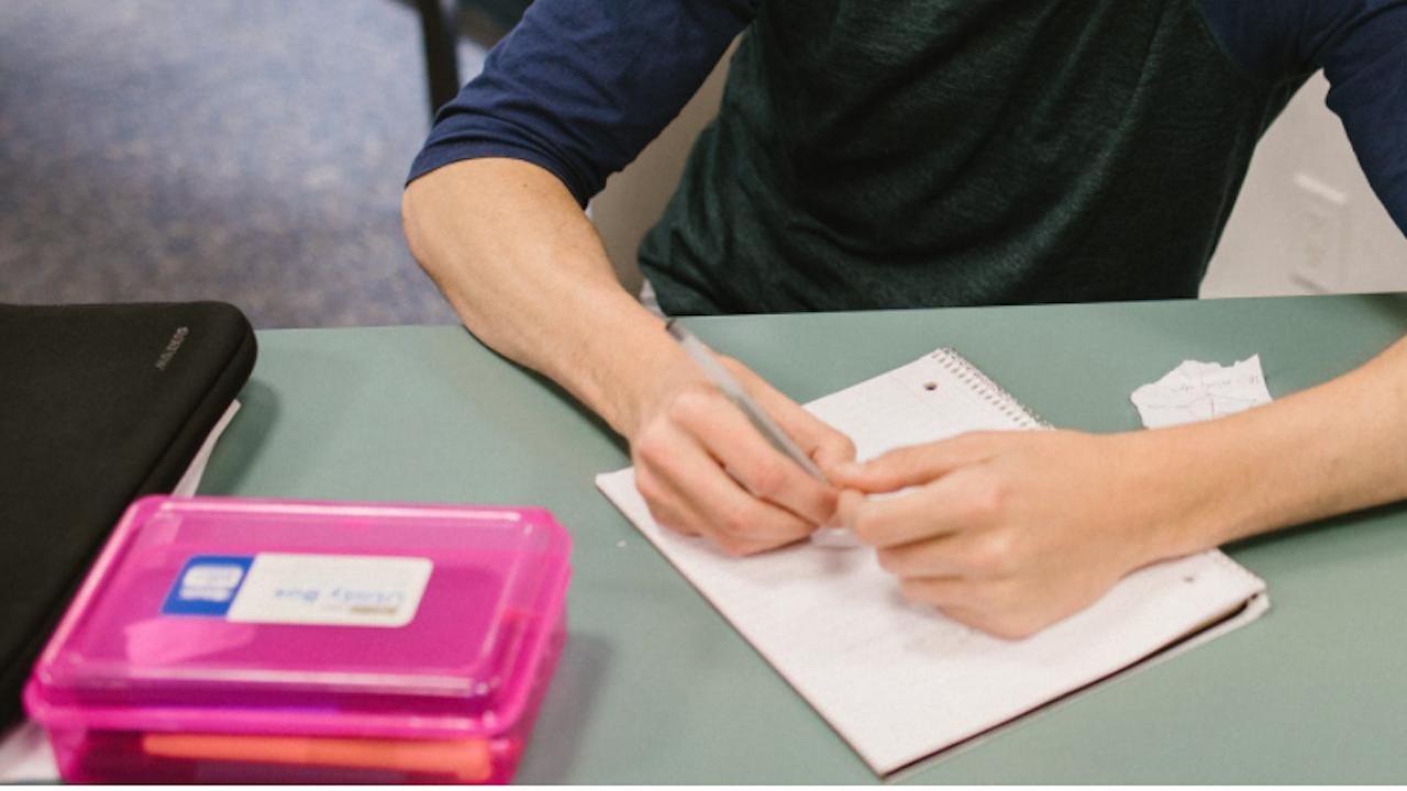 """Матури: Учениците пишат по """"Песента на колелетата"""" на Йордан Йовков"""