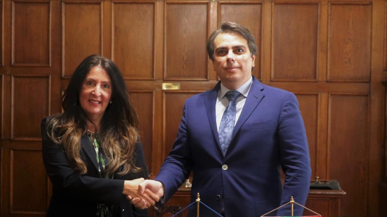 Министър Василев проведе среща с посланика на САЩ Херо Мустафа