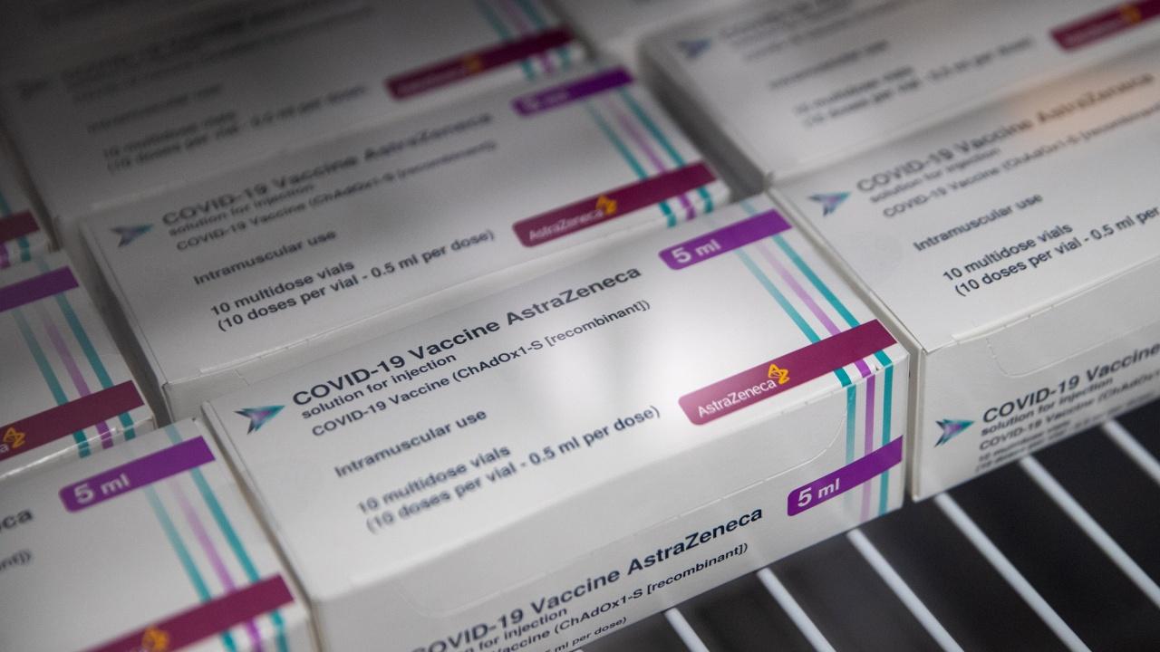 """Случаи на тромби и парализа след ваксинация с """"АстраЗенека"""" в Гърция"""