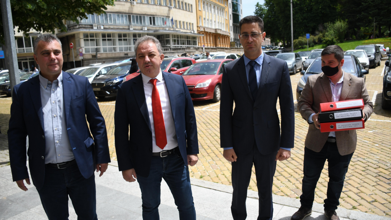 """И коалиция """"Българските патриоти"""" внесе в ЦИК документи за регистрация за изборите"""
