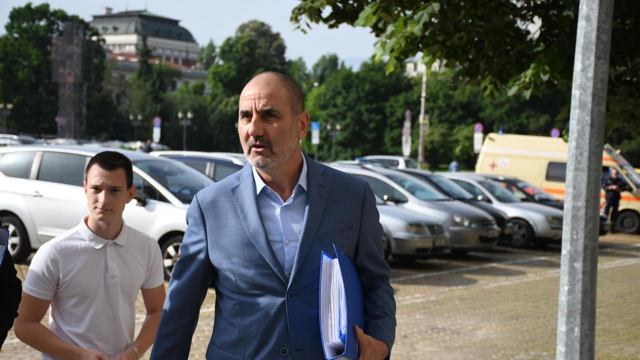 Цветанов: Нека хората не се отблъскват от грубото и арогантно поведение на политиците