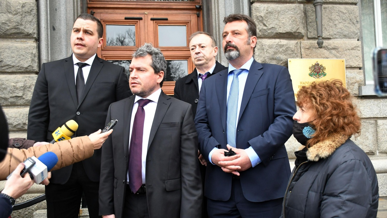 "Партия ""Има такъв народ"" внесе 3500 подписа за регистрация в ЦИК"