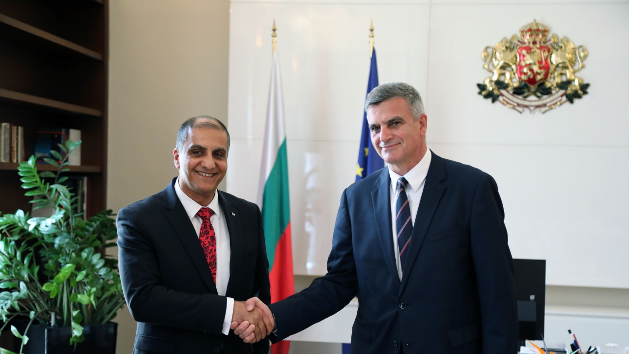 Стефан Янев проведе среща с посланика на Държавата Палестина Ахмад ал Мадбух