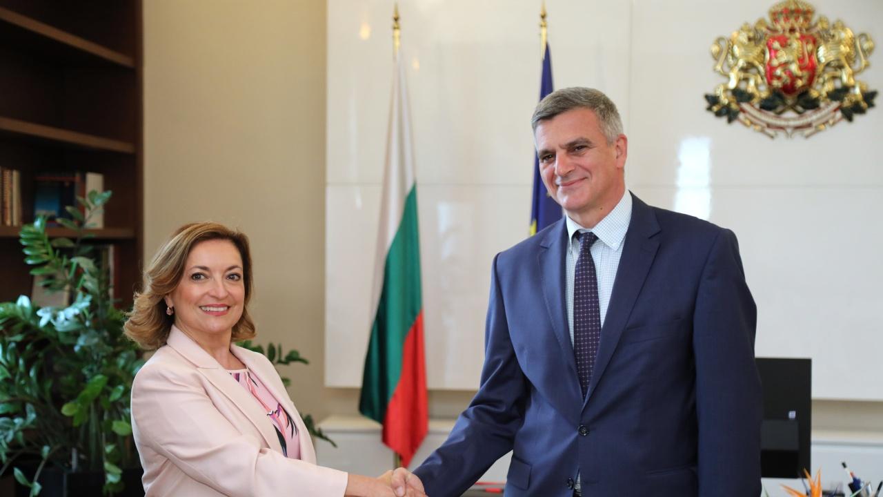 Стефан Янев проведе среща с посланика на Италианската република Джузепина Дзара