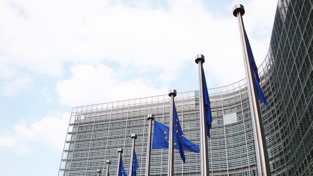 ЕС обмисля санкции срещу икономически сектори, близки до беларуския лидер