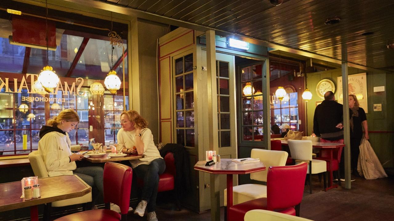"""Рюте: Нидерландия отваря баровете и ресторантите, поемайки """"премерен риск"""""""