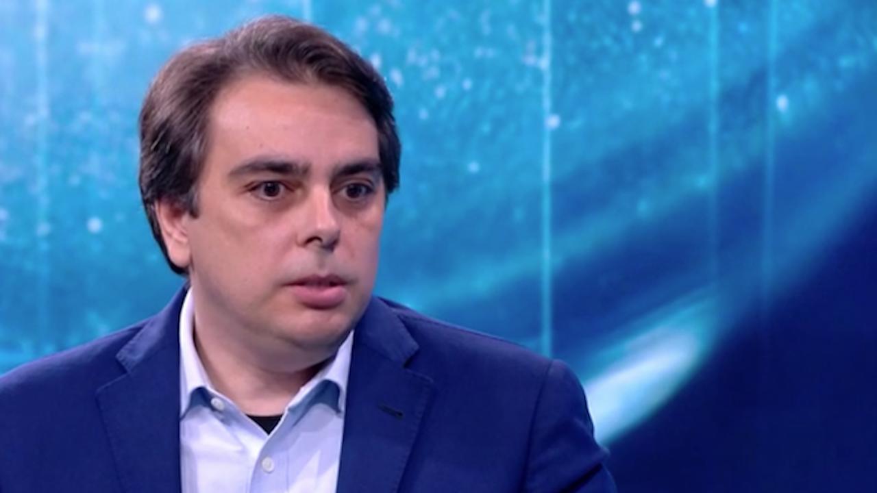 Асен Василев: Течовете са навсякъде, искаме държавата да си влезе на мястото