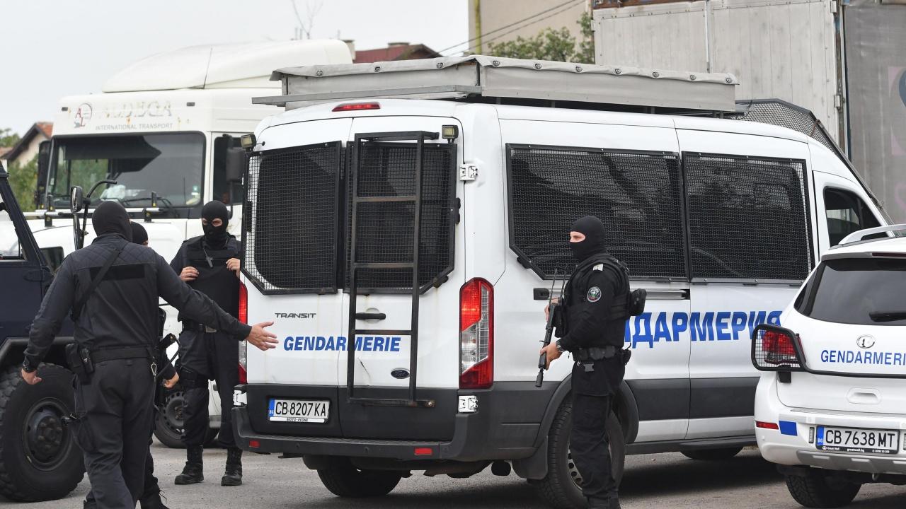 Обир в офис за плащане на битови сметки в Разлог, полиция блокира изходите на града