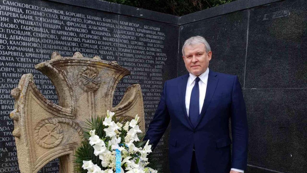 Румен Христов почете жертвите на комунистическия лагер на смъртта в Белене