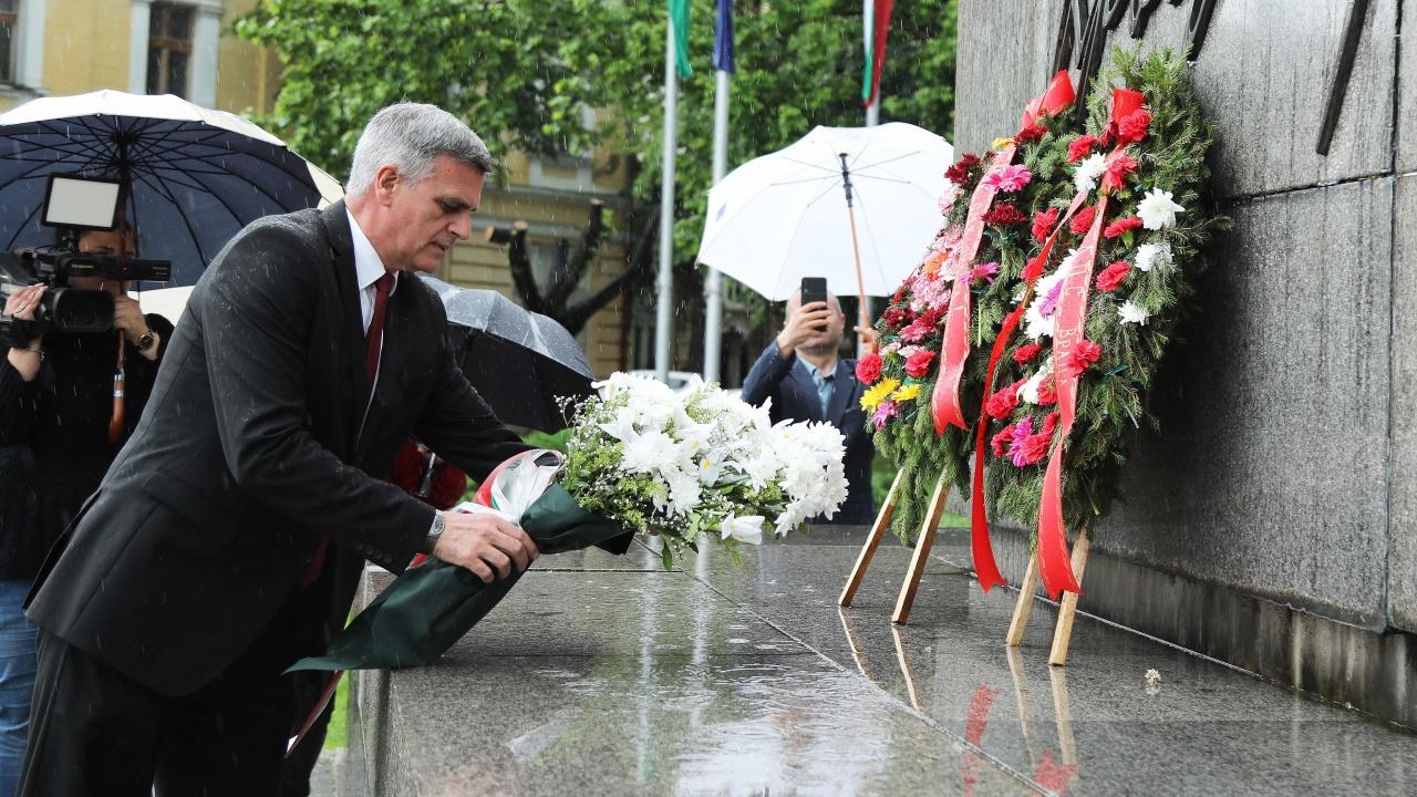 Стефан Янев отдаде почит на подвига на Христо Ботев във Враца