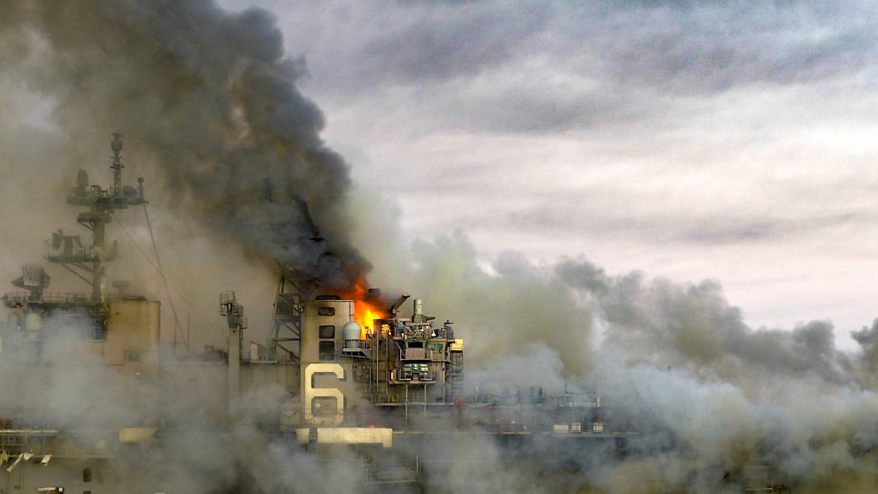Най-големият кораб в иранския флот потъна в Оманския залив след пожар на борда