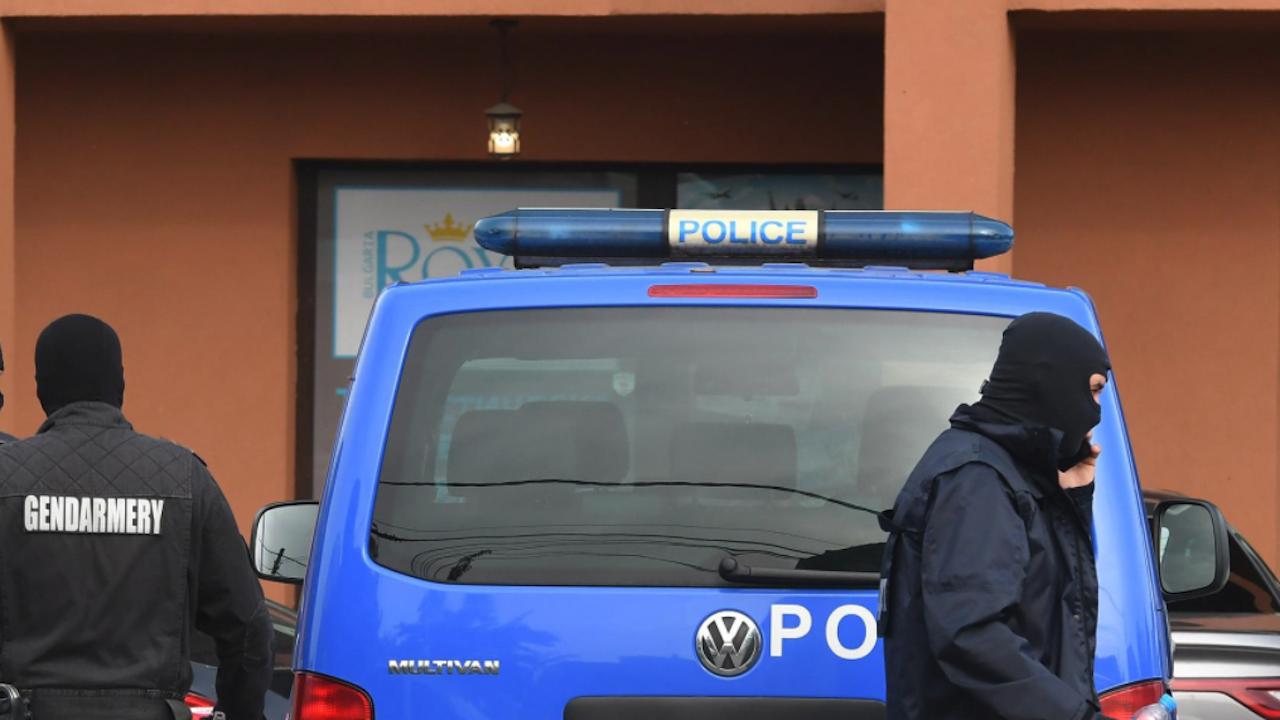 """Екшън: Полицаи хванаха двама да бъркат дрога, """"химиците"""" ги нападнаха"""