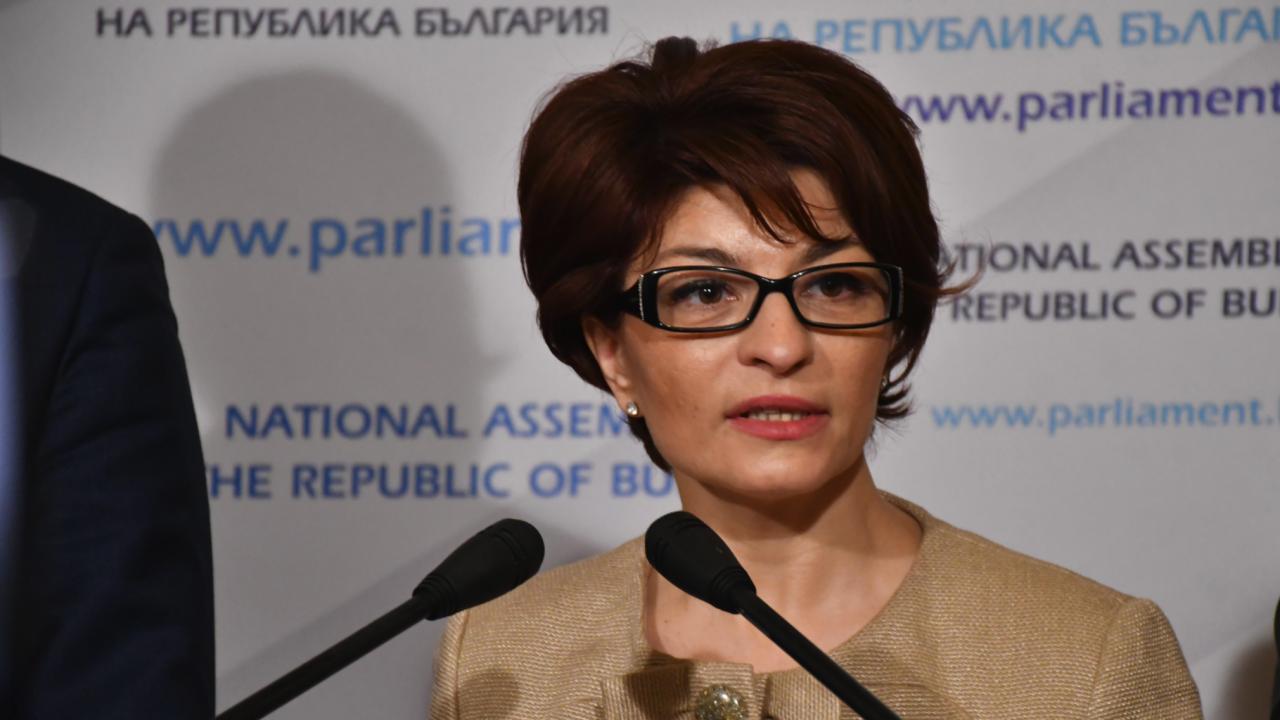 Десислава Атанасова с язвителен коментар за докторантурата на Ива Митева
