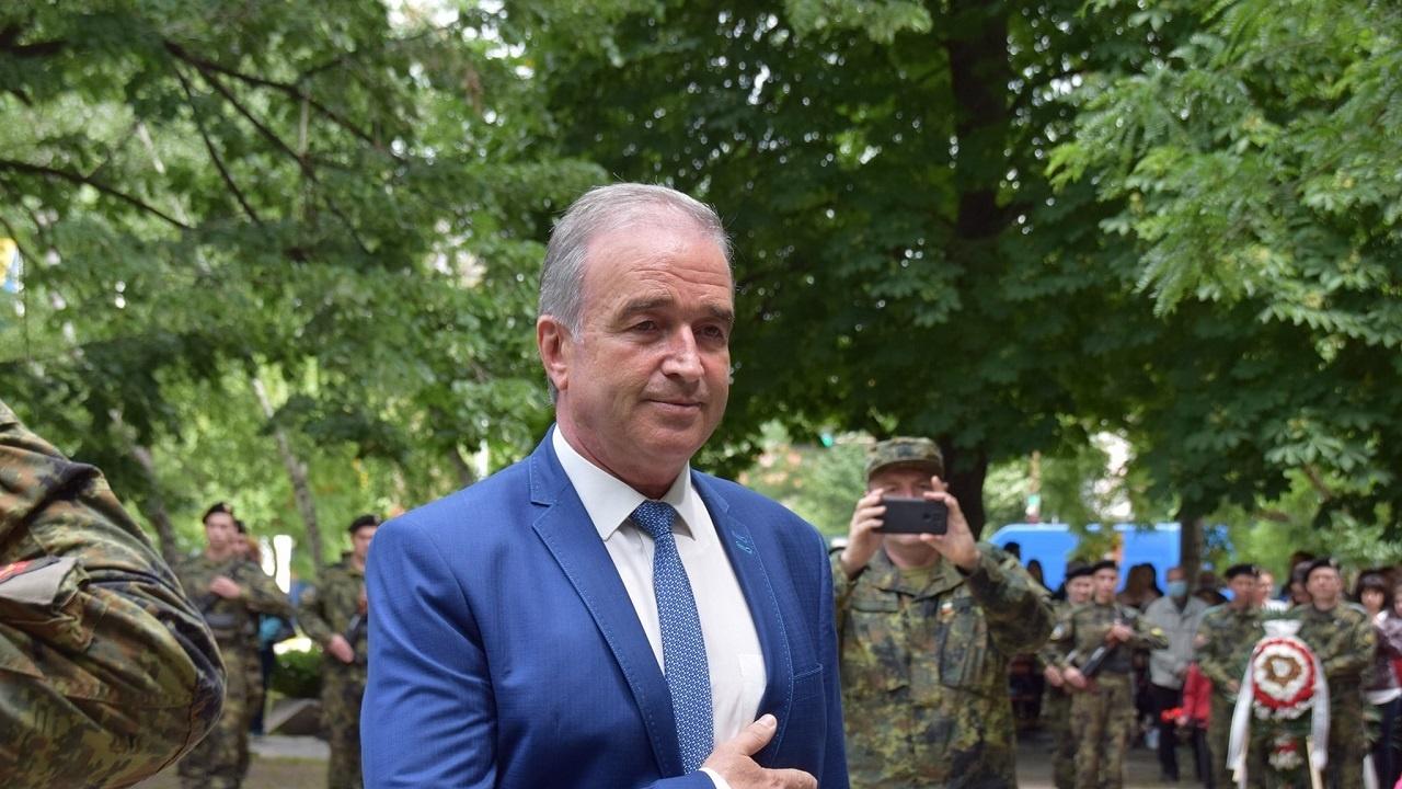Кметът на Асеновград се поклони пред Ботев: Нека бъдем достойни негови наследници