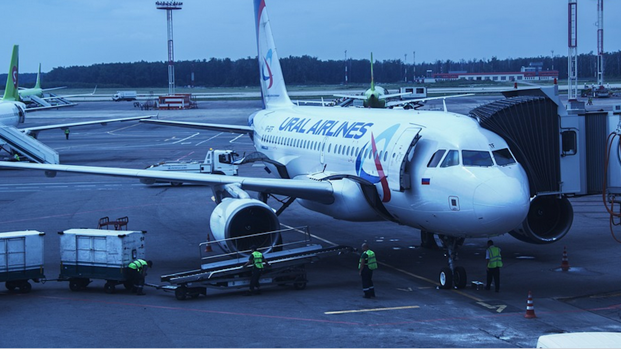 Германия временно забранява полетите на руски самолети