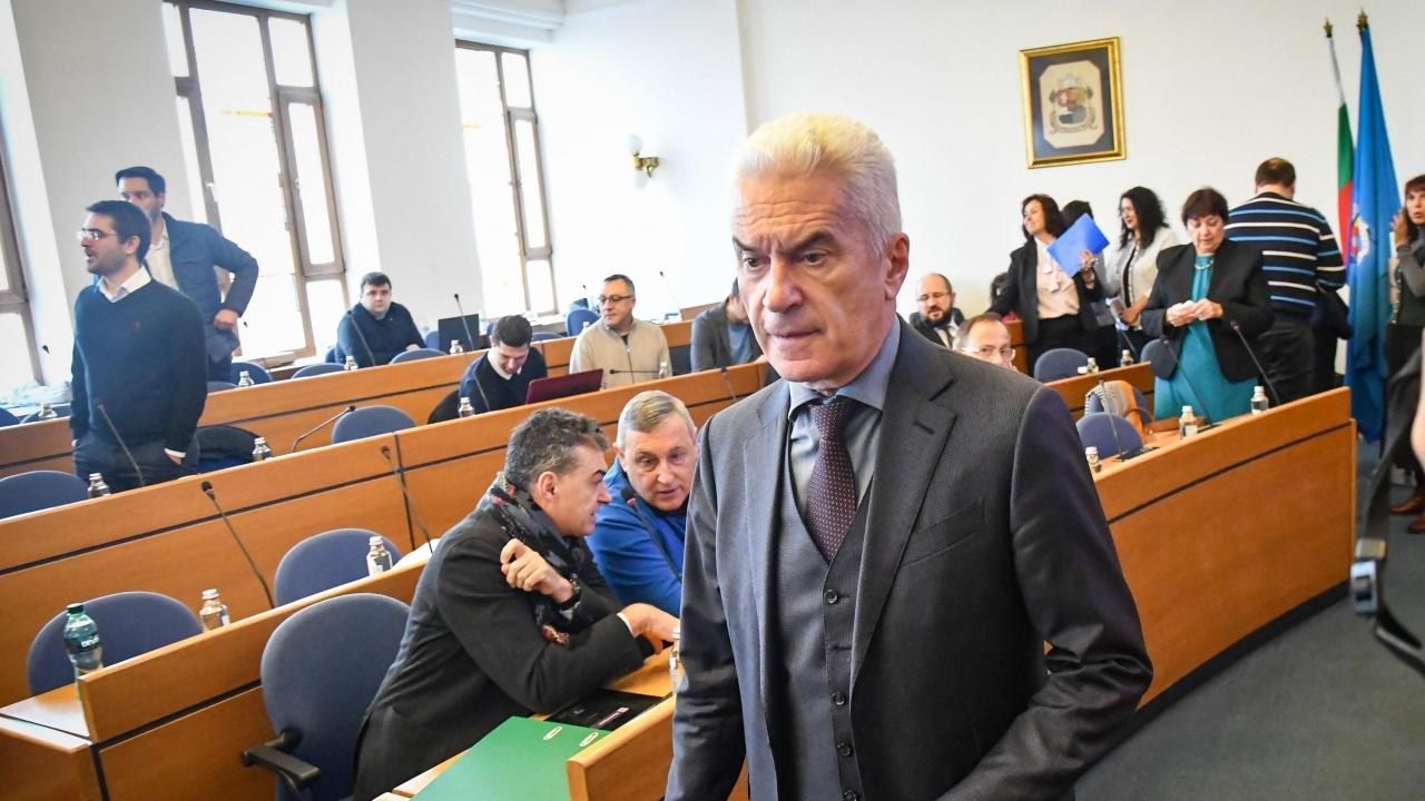 Общинари от ДБ искат глоба или отстраняване на Волен Сидеров, не ходил на заседания