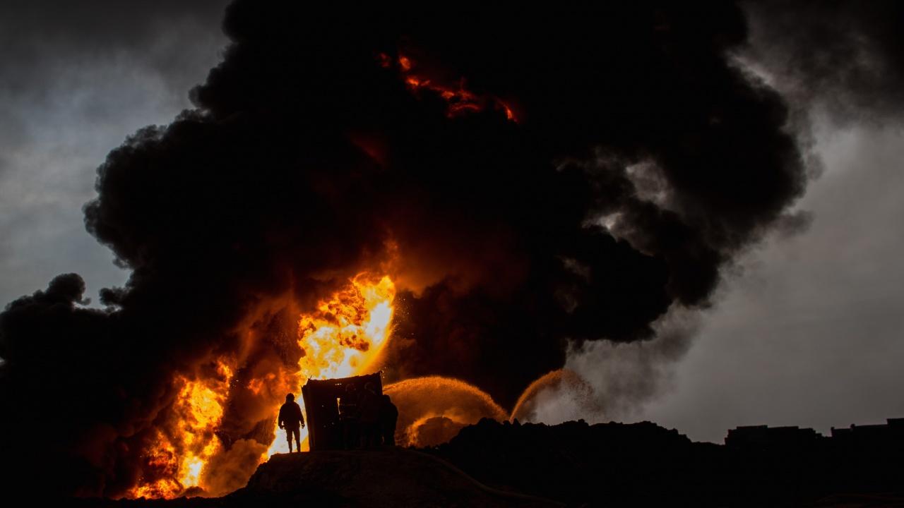 11 души пострадаха при пожара в иранската рафинерия