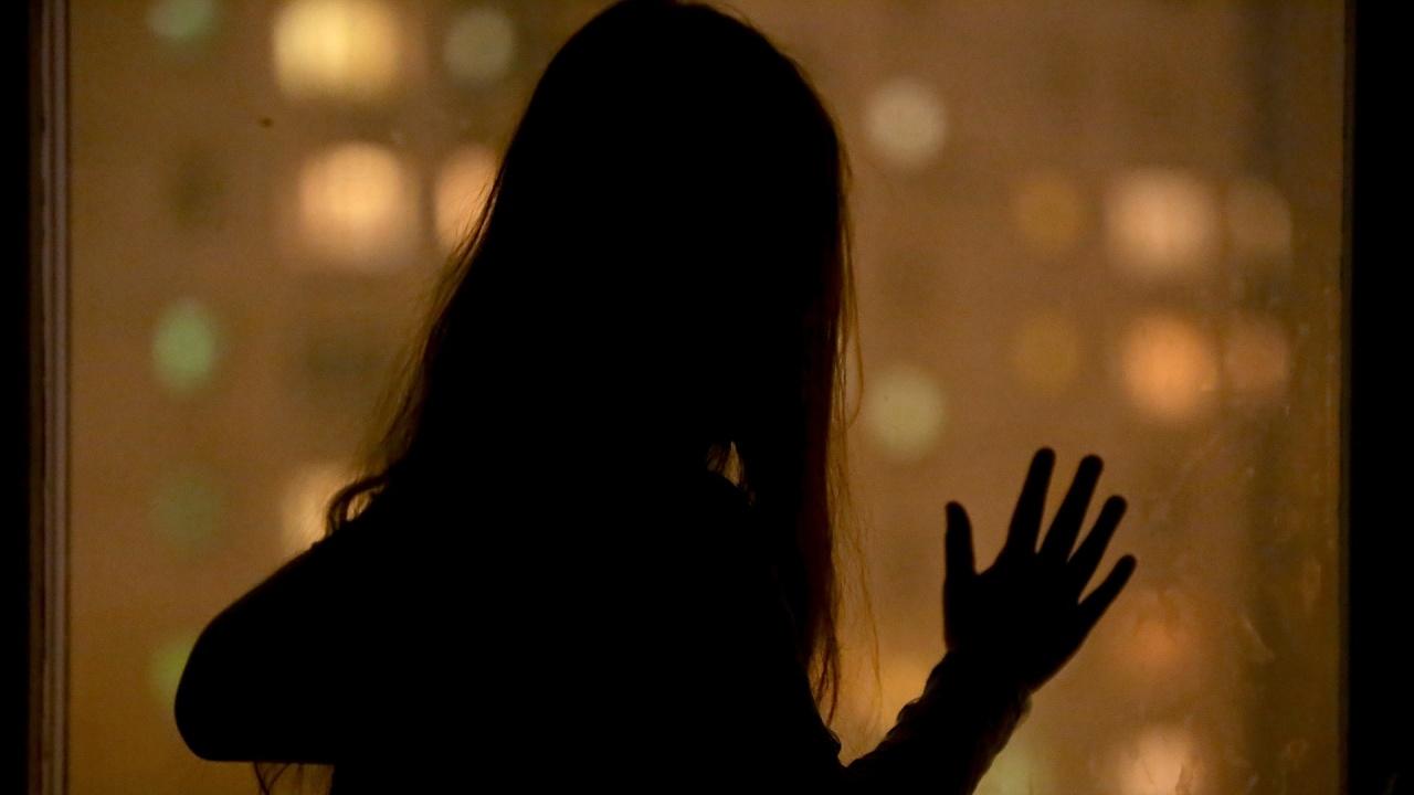 14-годишна се самоуби, след като бе групово изнасилена насред гробище