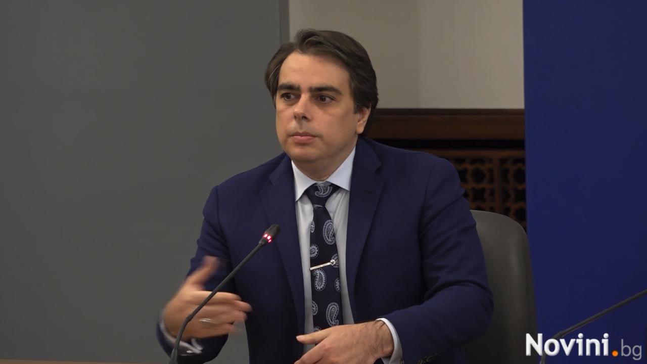Финансовият министър обяви, че се подготвя актуализация на бюджета, клъвна и по ГЕРБ заради НАП
