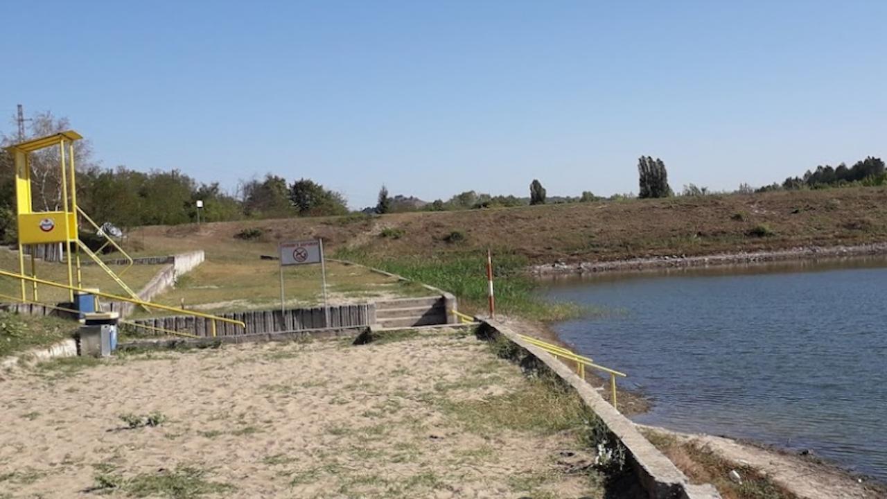 """Спасителен пост ще заработи на плажната зона на язовир """"Пчелина"""" край Разград"""