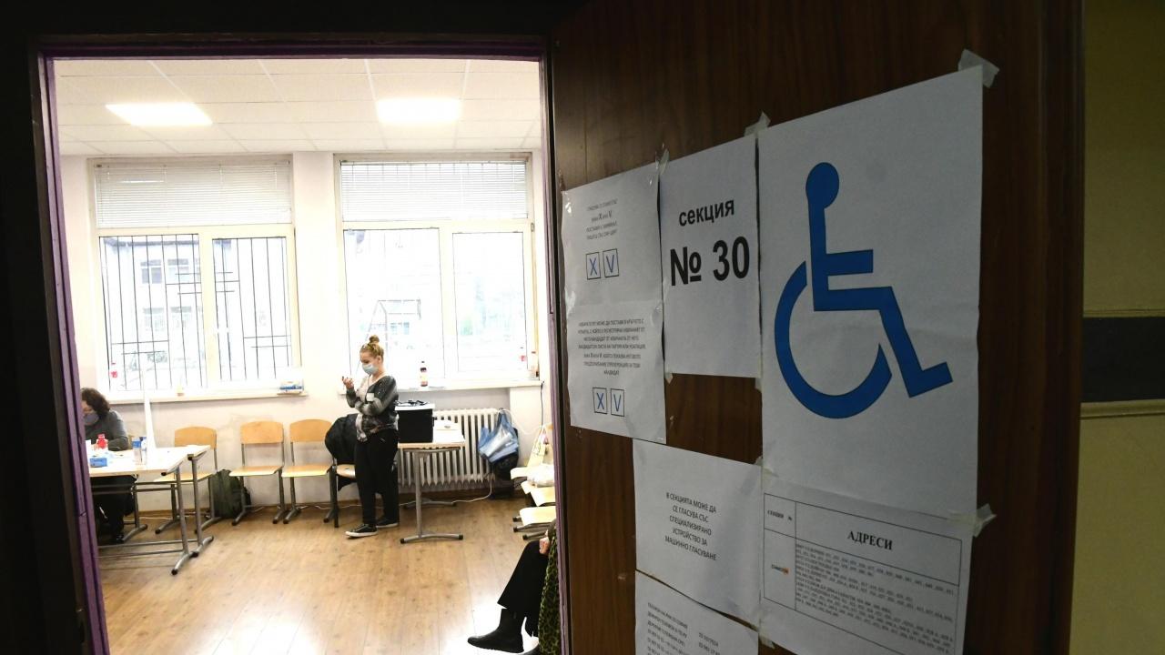 МВнР ще докладва утре как върви организацията на изборите зад граница