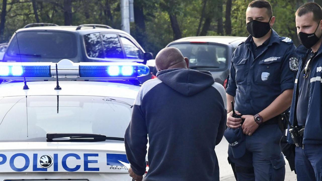 Дилър опита да прекара пратка дрога с автобус, шофьорът го хвана
