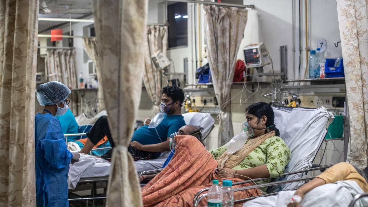 Дневните случаи на коронавирус в Индия спаднаха под 100 хиляди за първи път от два месеца