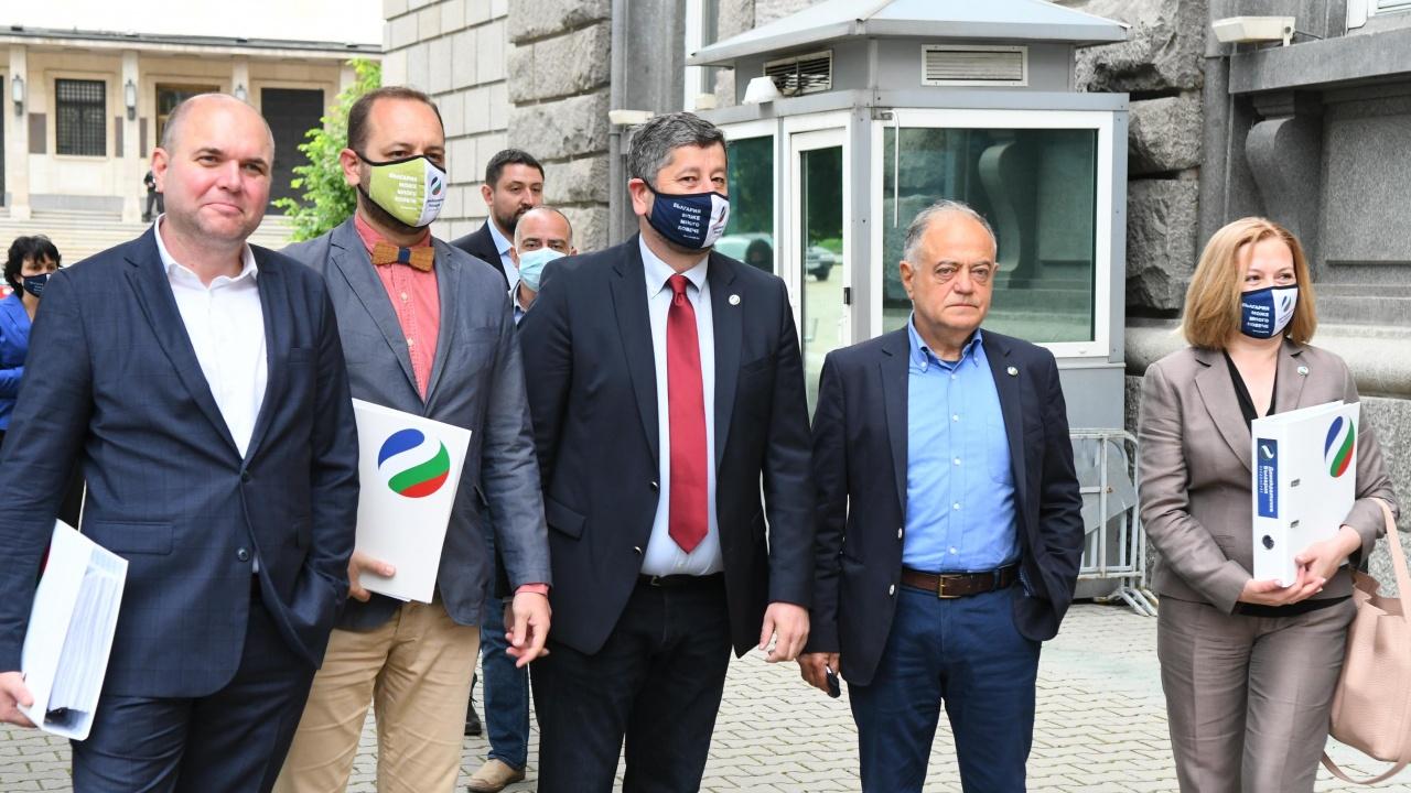 Демократична България обяви водачите на листите си