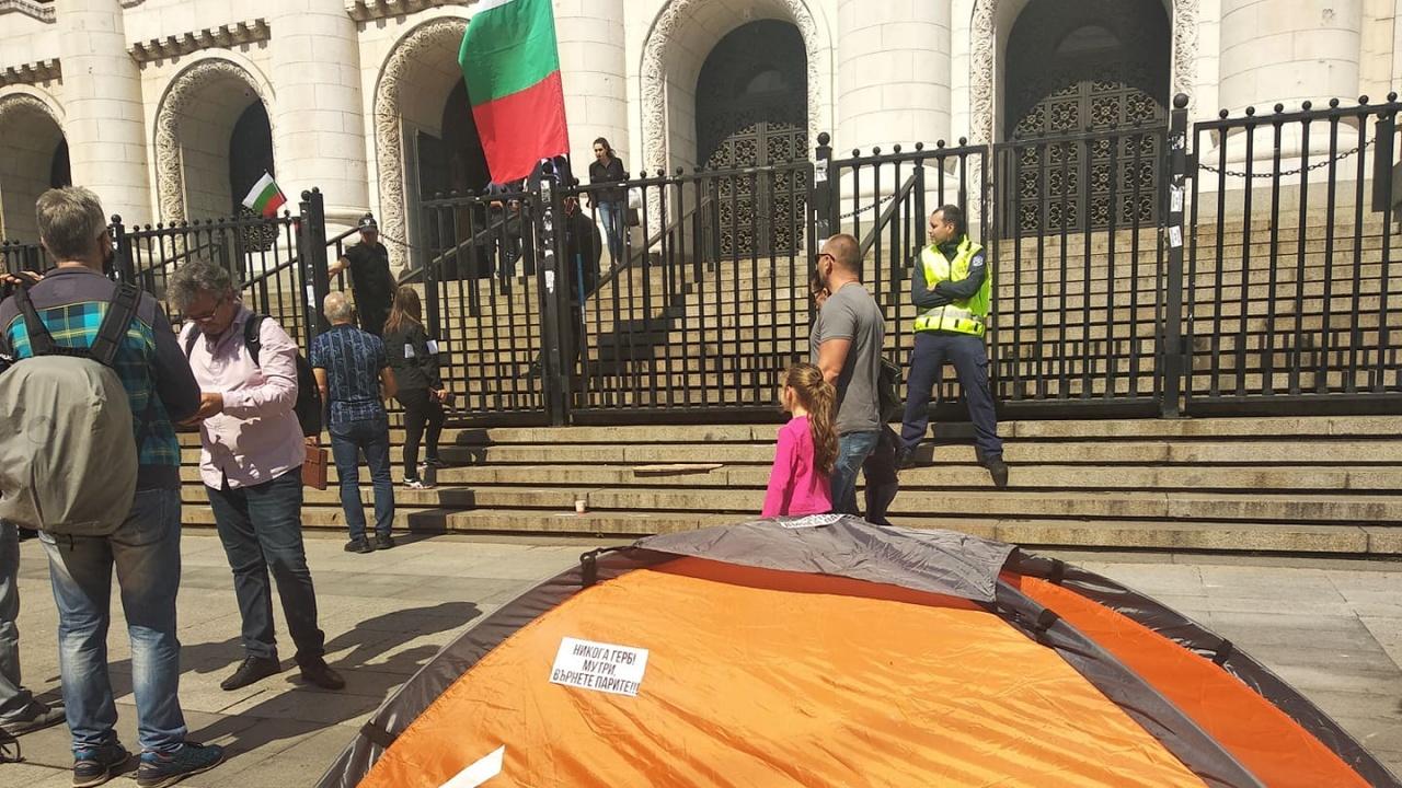 """Водещите новини! Смениха шефовете на """"Автомагистрали"""" и ГДНП, протест с палатков лагер иска оставката на Гешев"""