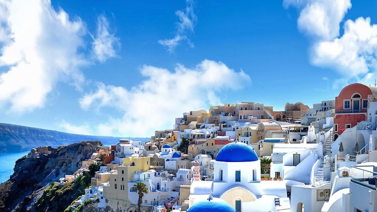 В Гърция обмислят запазване на изискванията за влизане в страната