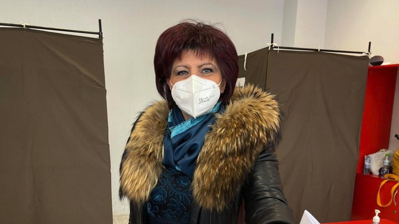 Караянчева поиска от ЦИК да проведе тестово машинно  гласуване в Кърджали