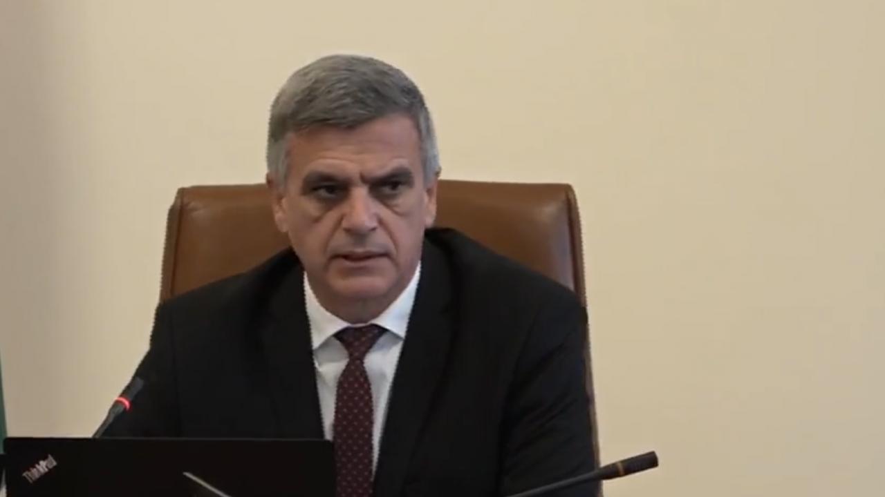 Стефан Янев: Нямаме добри новини за съдбата на пилота