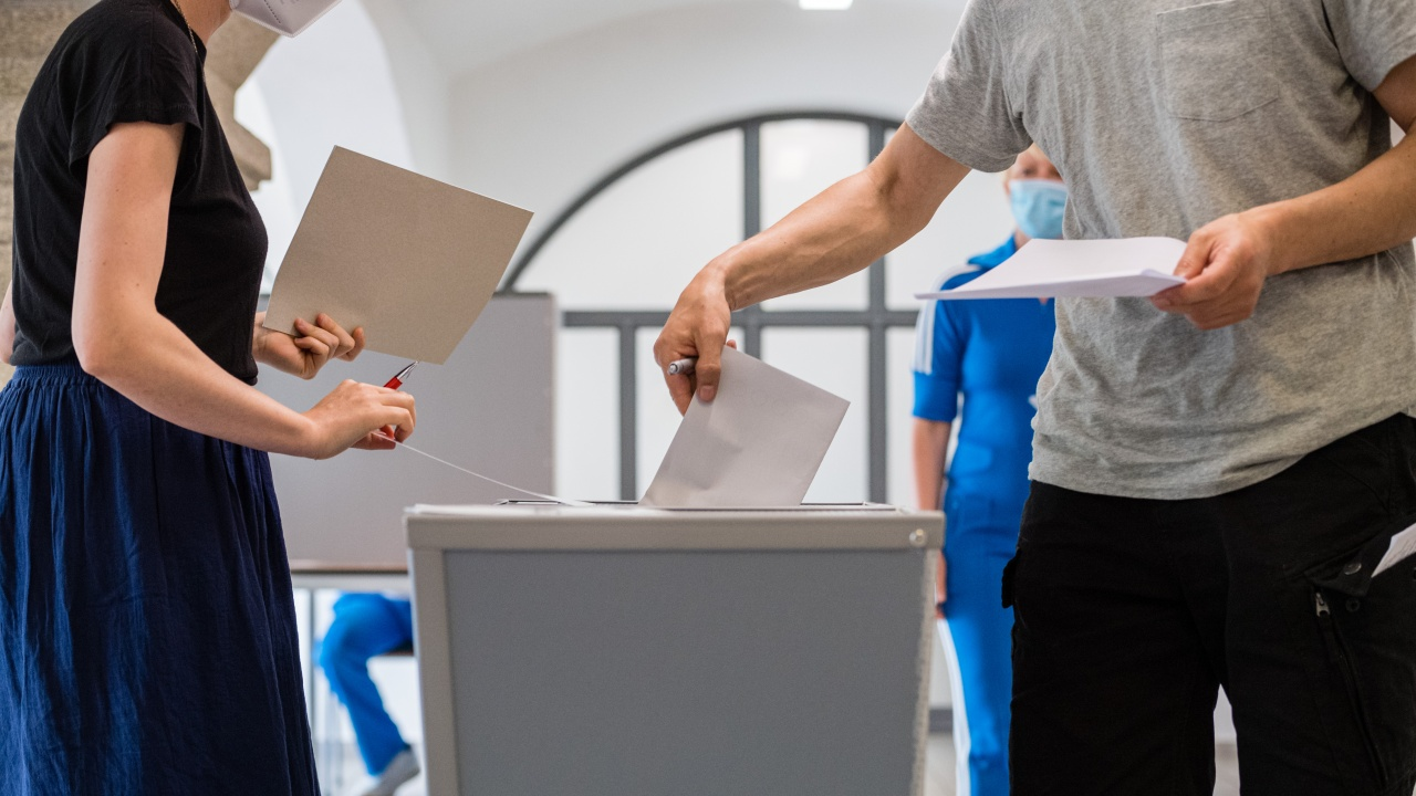 Швейцарците ще гласуват на референдуми във връзка с опазването на околната среда и борбата с тероризма