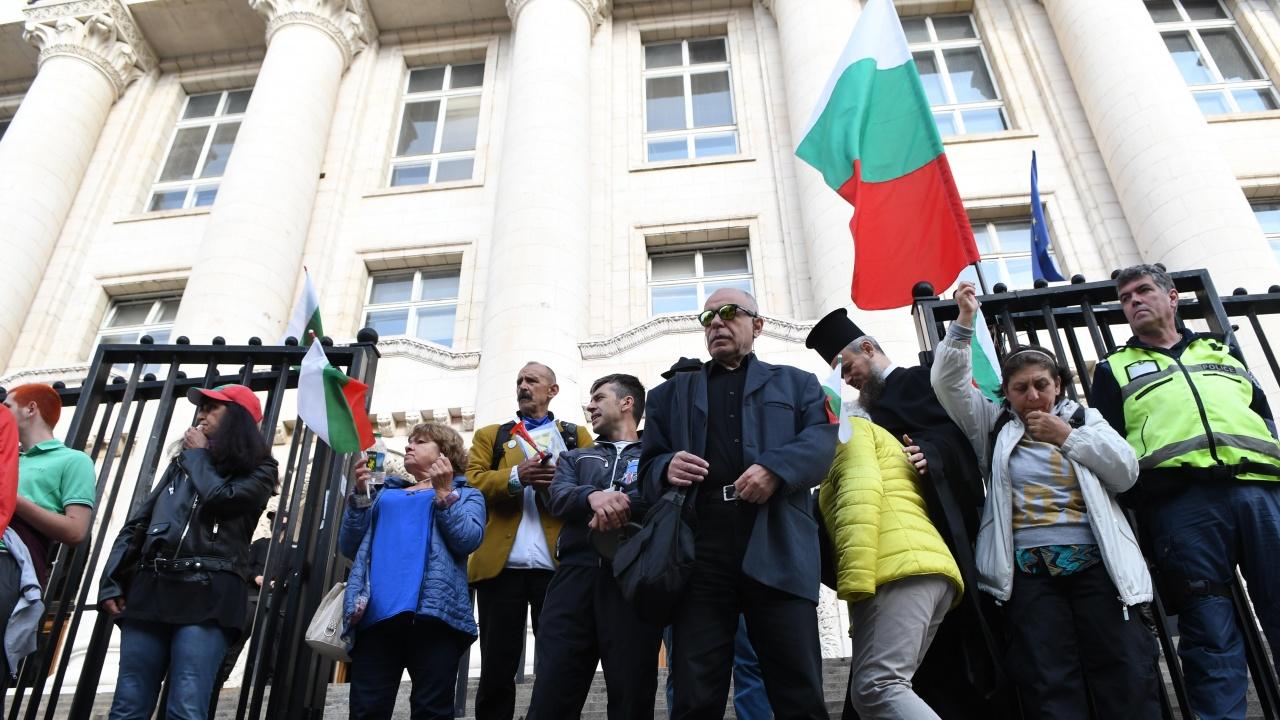 Сблъсъци между протестиращи и полиция при Съдебната палата в София заради Кьовеши