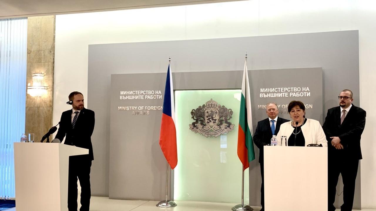 Министър Балтова разговаря с министъра на външните работи на Чешката република Якуб Кулханек